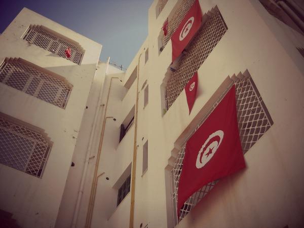 Nos drapeaux aux fenêtres - © Limoune