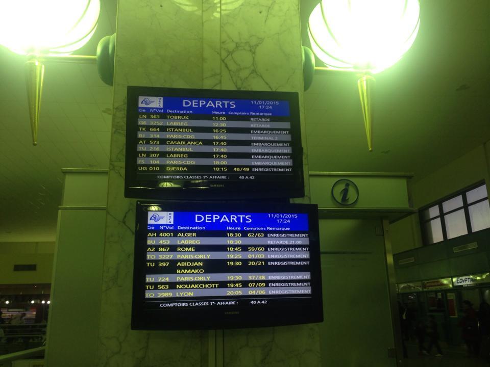 Tableau d'affichage à l'aéroport de Tunis-Carthage. ©Limoune